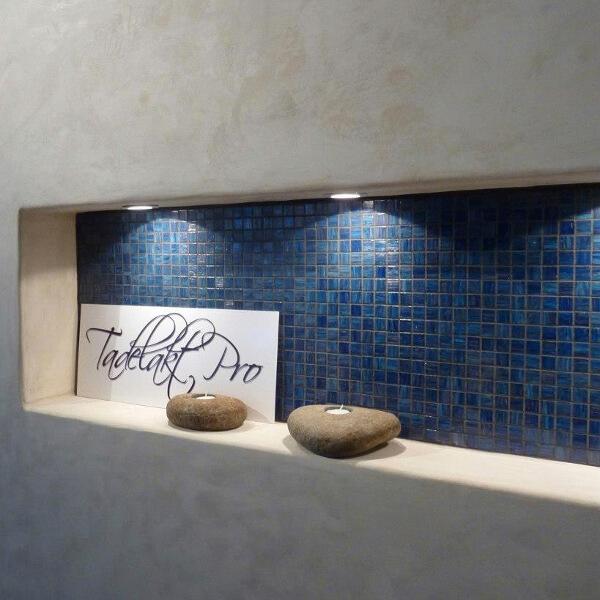dekotuote-tadelakt-pro-sisustuslaasti-syvennys-sininen-mosaiikki-claylime