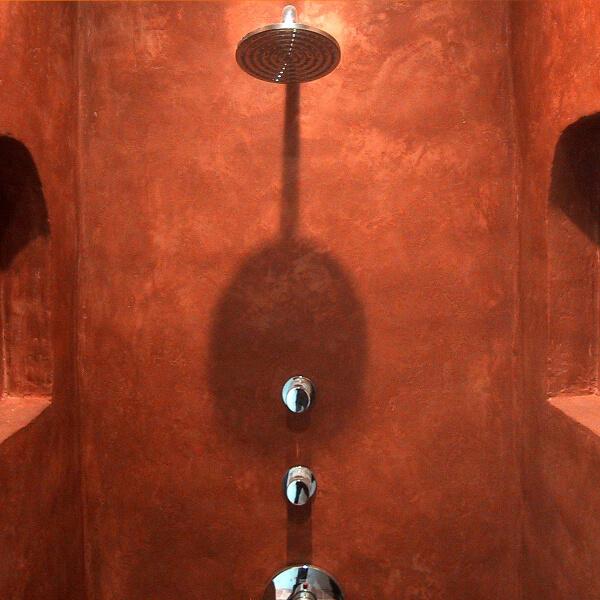 dekotuote-tadelakt-pro-sisustuslaasti-vedenpitava-claylime-suihkutila-punainen