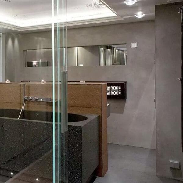 dekotuote-tadelakt-pro-sisustuslaasti-ylellinen-kylpyhoune-harmaa-ikkunapeili-claylime