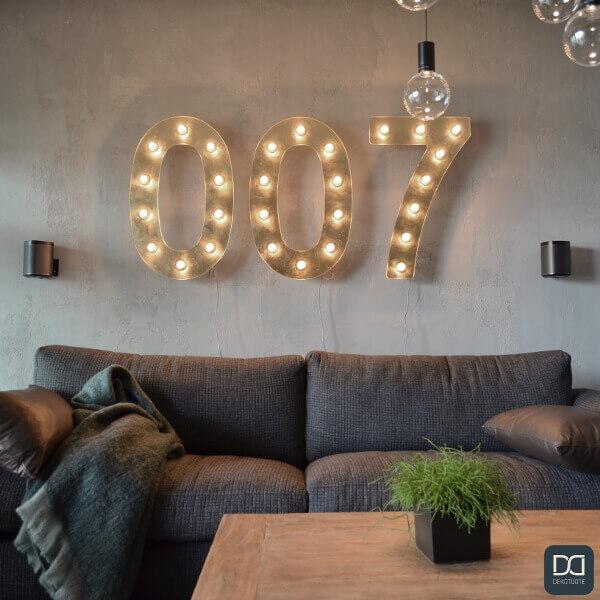 claystone-sisustuslaasti-harmaa-concrete-olohuone-lahikuva-sohva-007-asuntomessut-dekotuote