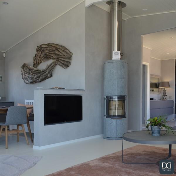 claystone-sisustuslaasti-harmaa-concrete-olohuone-ruokatila-takka-loma-asuntomessut