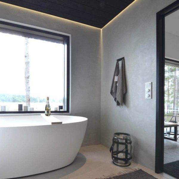 wall2floor-mikrosementti-harmaa-patina-valkoinen-amme-jarvi-ikkuna-